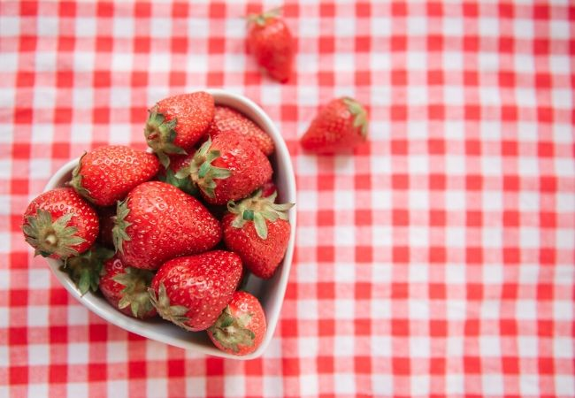 Strawberry lettuce salad dressing